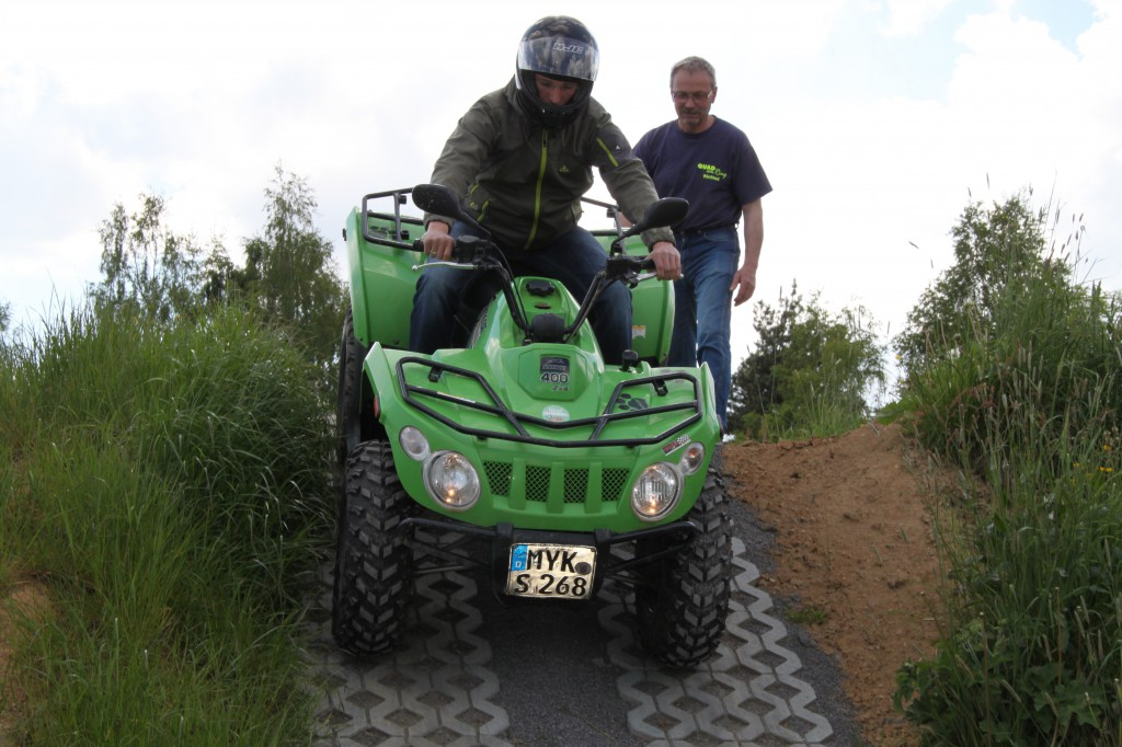 Quad briefing for the right use during the offroad ride